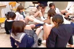 学級崩壊〜美脚女子高生に占領されまスた…