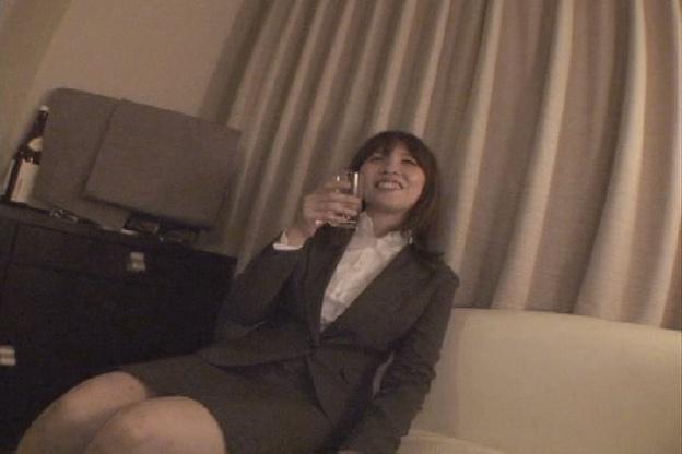 お気に入りのOLを連れ込んで酒に酔わせてヤッちゃう方法 Vo…