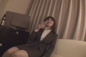 お気に入りのOLを連れ込んで酒に酔わせてヤッちゃう方法 Vol.008 エロ動画