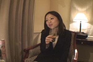 お気に入りのOLを連れ込んで酒に酔わせてヤッちゃう方法 Vol.009 エロ動画