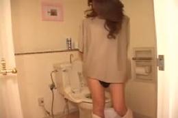 【フェチ動画】女性たちの黄金水シャワー特集☆☆☆あったかいか…