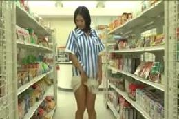 【ダンス動画】コンビニの店員さん☆美乳の女の子ストリップ☆店…