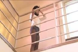 【ダンス動画】黒パンストお姉さんの美乳美尻を見せてくれるのス…