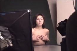 【ヌード】美人お姉さんの裸の写真撮影会☆オマ●コどアップで撮…