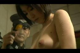 軍服と全裸女体
