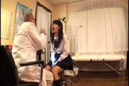 川崎市のとある雑居ビルの中で営業してる医師が女子校生に行って…