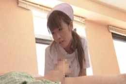 看護婦さんの献身介護につけ入り下半身介…