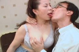 素人巨乳熟女と濃厚接吻 巨乳揉み1