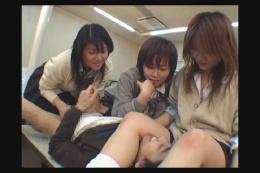 女子高生のムレパン股間で顔面圧迫