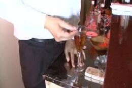 バーで酔いつぶれた巨乳美女を監禁して犯しまくる。 黒田京子