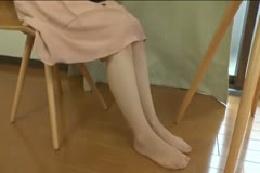【パンストフェチ】パンスト履いた脚のじっくり鑑賞用動画☆ふと…