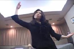 【ダンス動画】ナイスバディのお姉さまの舞踊に癒される☆全裸に…
